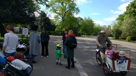Families and cargobikes at an event
